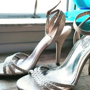 Unlisted Women's Opening Act strappy sandals 7.5